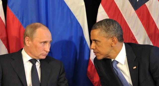 US President Barack Obama (R) meets his